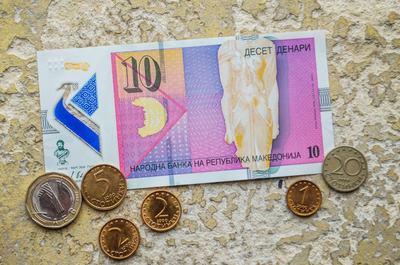 Billetes y monedas de Macedonia del Norte y Bulgaria
